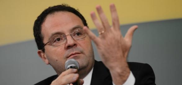 Ministro vai demitir servidore públicos