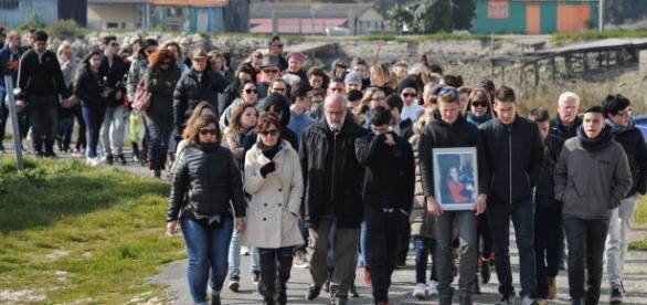 1200 pessoas marcharam em homenagem a Alexia