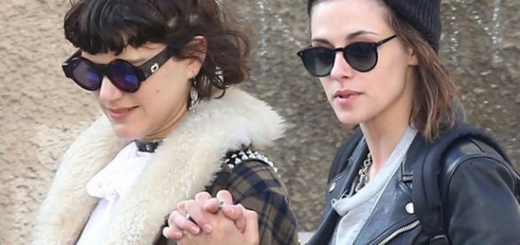 La reciente pareja paseando por París