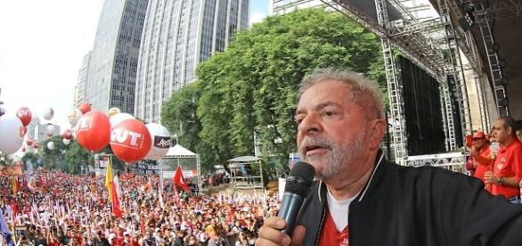 Lula participa de manifestação essa tarde