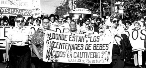 Manifestantes argentinas na época da ditadura