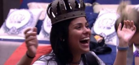 Munik recebe a coroa de rainha no BBB