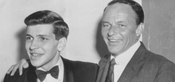 Sinatra Jr. ao lado do pai, no início dos anos 60