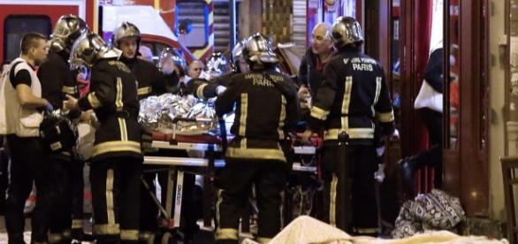 W zamachach w Paryżu zginęło 130 osób