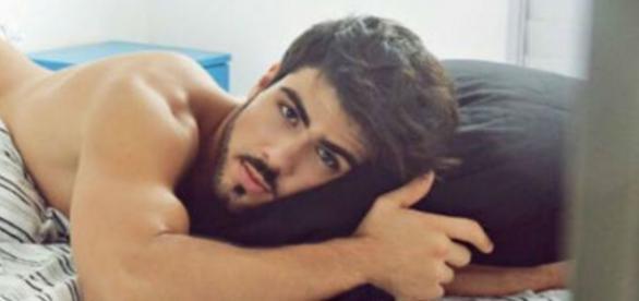 Ator libanês do BBB já posou pelado