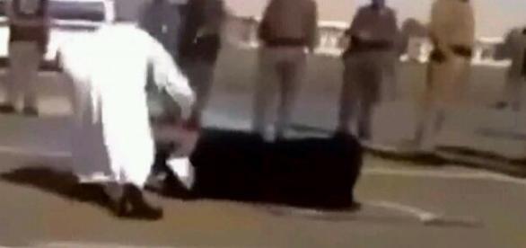 Decapitación de una mujer en la calle. Fuente: Daily Mail
