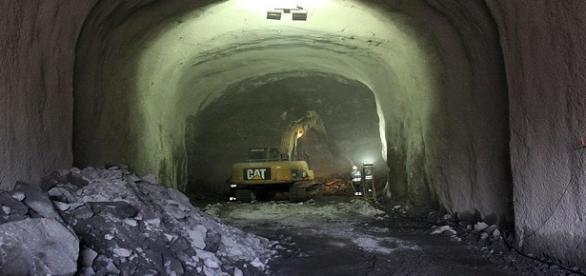 Governo tenta manter as obras do metrô