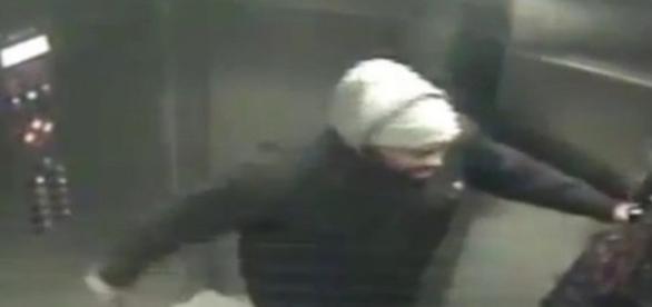O femeie a fost lovita cu un cutit in lift