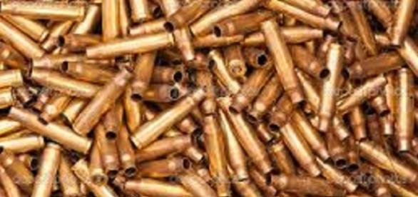 Pila de casquillos de balas usadas