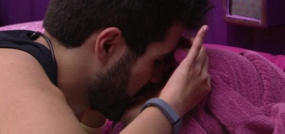 Laham e Munik se beijam - Foto/Reprodução