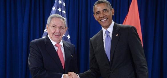 Castro e Obama reatam laços entre Cuba e EUA