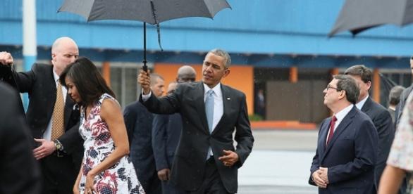 Obama e Michelle all'aeroporto de La Habana