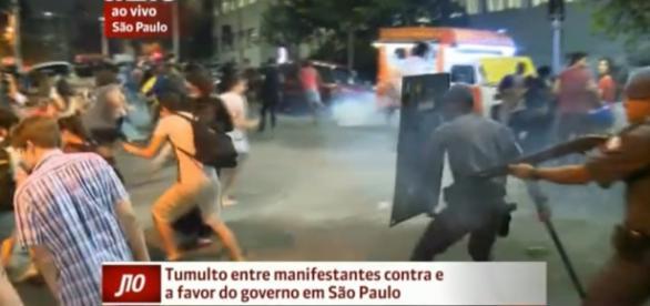 Polícia atira em manifestantes