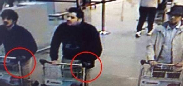 Teroriștii au ajuns la aeroport cu un taxi