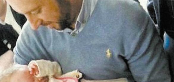 Davitt Walsh voltou a pegar a bebê no colo