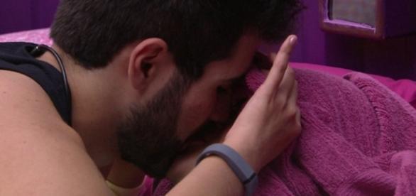 Juliano Laham beija Munik - Foto/Reprod