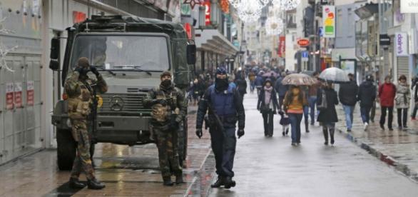 Polícia belga realiza força-tarefa contra terroristas do Estado Islâmico