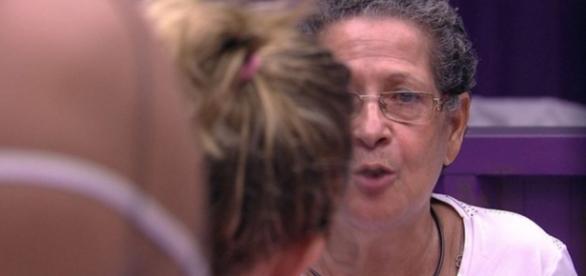 Dona Geralda e Maria Claudia batem boca