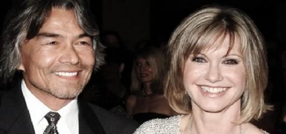 Imagen de archivo de Olivia Newton-John y su novio