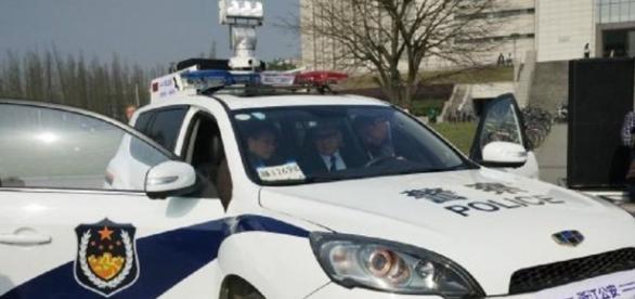 Modelo de veículo policial da China escanea fotos