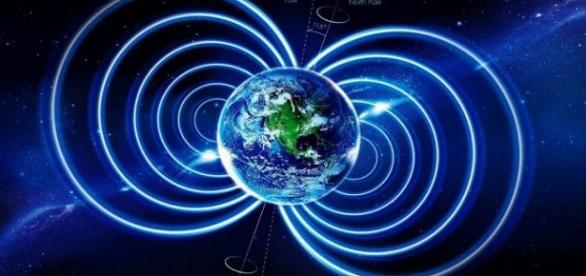 Polii magnetici ai Pământului se inversează