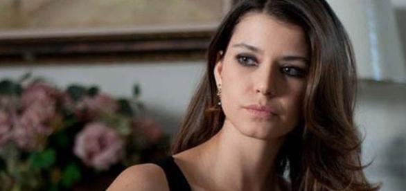 Beren Saat é a protagonista da novela turca