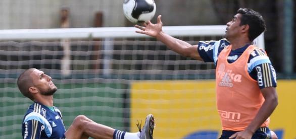 Rafael Marques e Thiago Santos treinam no CT da Barra Funda.