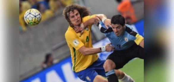Torcida critica atuação de David Luiz