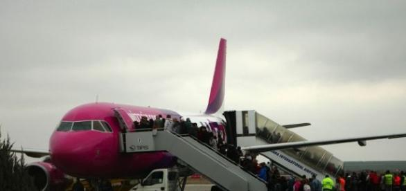 Incident tensionat într-un avion Wizz Air