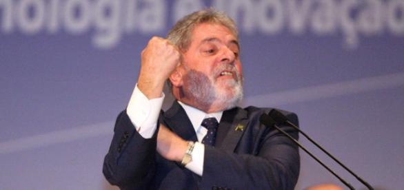 Veja denuncia fuga de Lula para a Itália