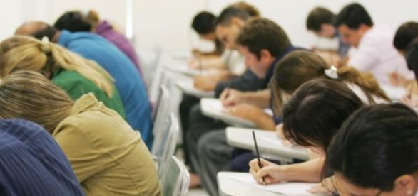 Cresceu o número de pessoas que se dedicam exclusivamente aos estudos