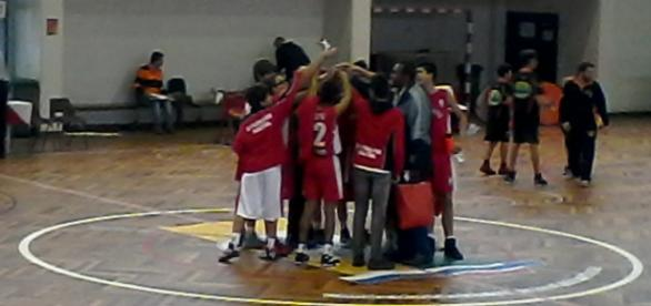 Equipa de Sub 16 do Vilafranquense com o seu treinador Jorge Barbosa