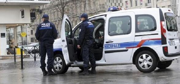 Magazin românesc incendiat de poliţişti francezi