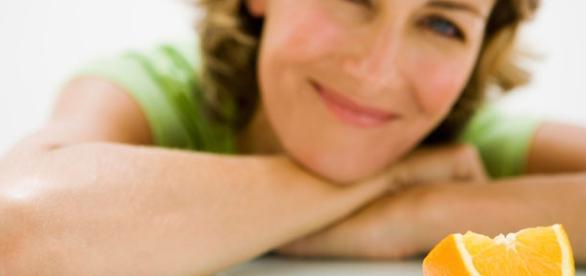 Mujer con hábitos saludables y vida sana