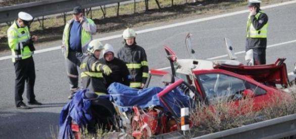 Patru români au murit și alți trei au fost răniți în Cehia