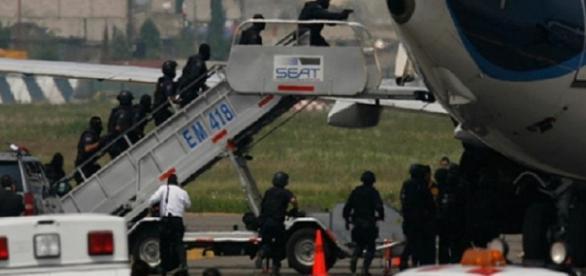 Un avion a fost deturnat de un sinucigaş