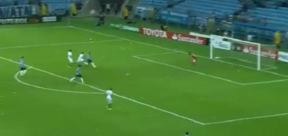 Everton fez o quarto gol do Grêmio contra a LDU