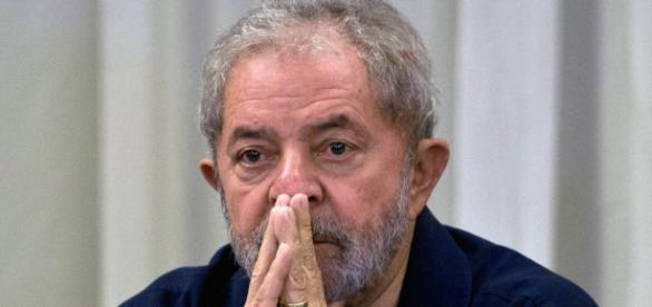 Lula lança site com filhos para se defender