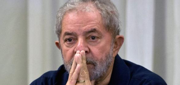 Lula teria mantido contato com Nestor cerveró