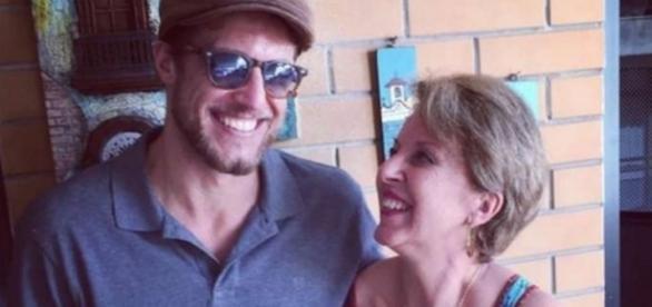 Daniel e sua mãe - Imagem/Reprodução: Facebook
