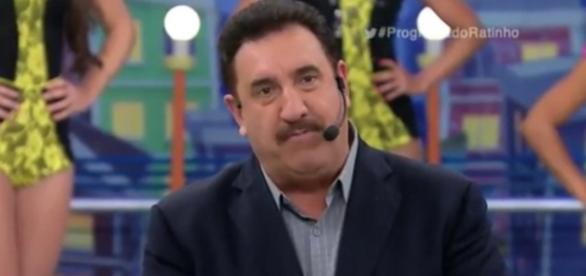 Ratinho é vítima de golpe com nome de seu programa