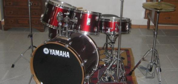Yamaha drum kit via (Wikimedia)