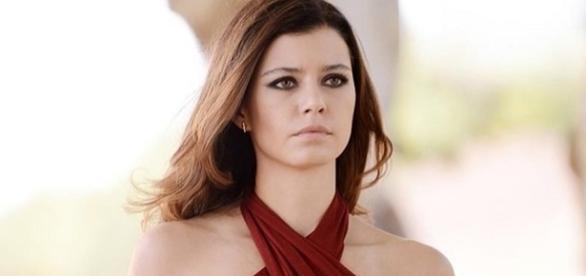 Beren Saat foi a protagonista da novela 'Fatmagul'/ Imagem: Divulgação