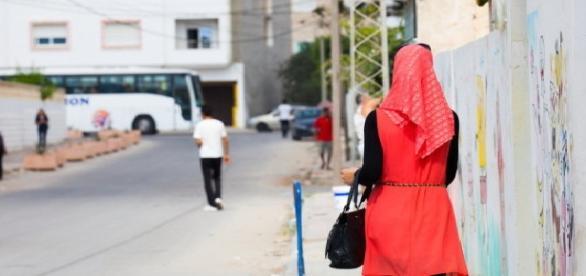 Cele două tinere musulmane au fost bătute în plină stradă