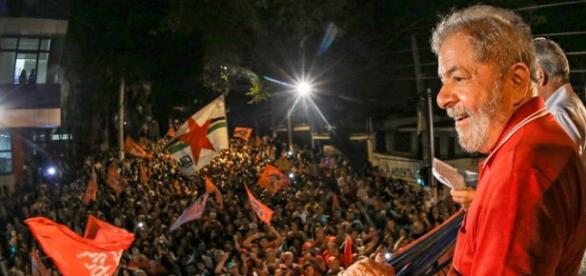 'Faça democracia, não faça golpe', pede Lula (Foto: Ricardo Stuckert/Instituto Lula)