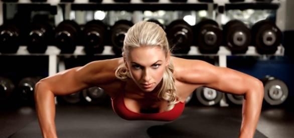 Musculação ajuda mulheres a manter a forma