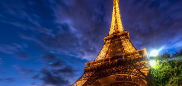 Turnul Eiffel era inaugurat la Paris