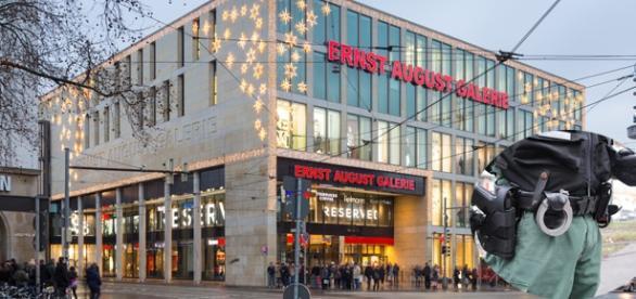 Adolescente agresat într-um mall din Germania