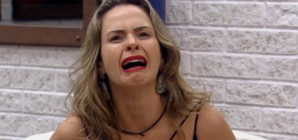 Ana Paula chora ao saber que não tinha saído