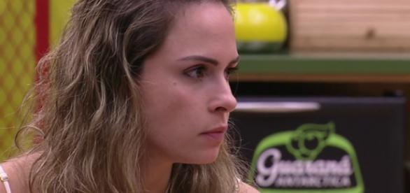 Ana Paula foi autuada por quatro crimes.